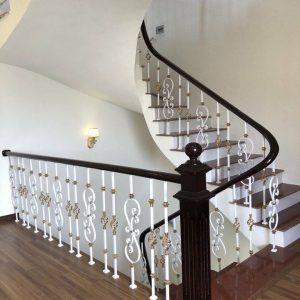 cầu thang sắt nghệ thuật sơn trắng