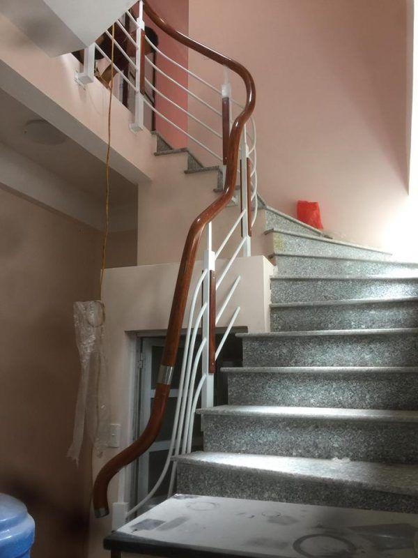 cầu thang sắt tay vịn nhựa