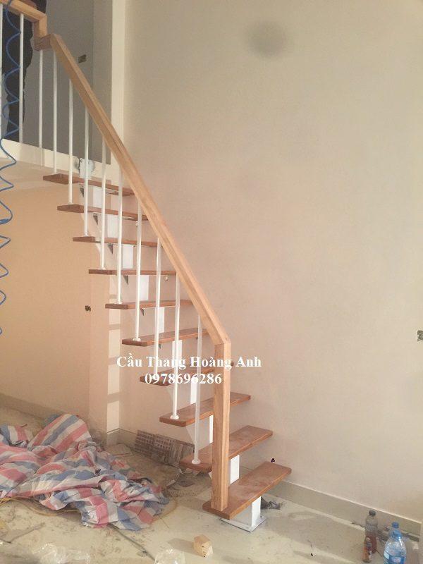 cầu thang xương cá mặt bậc gỗ sồi