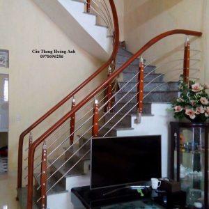 Cầu thang inox tay vịn gỗ giá bao nhiêu