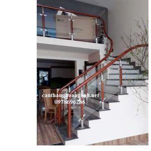 cầu thang kính tay vịn gỗ tại hà nội