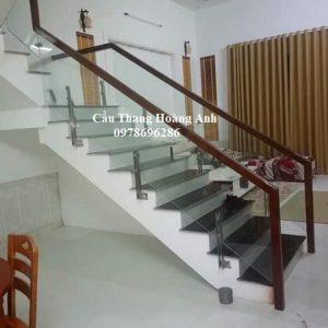 cầu thang kính chân lửng tại sơn tây