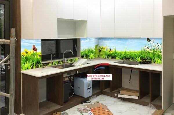 Kính 3D ốp bếp tạo nên nét tươi mới