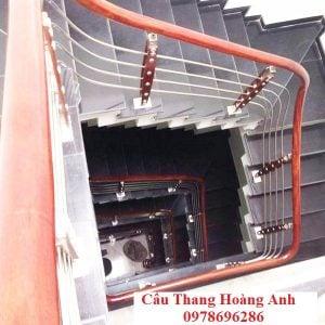 cầu thang inox tay vịn gỗ 09