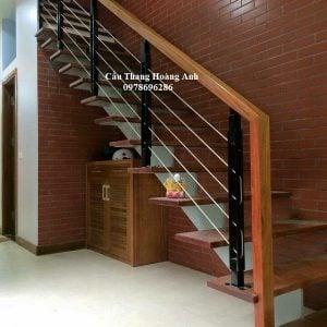 cầu thang xương cá mặt bậc gỗ