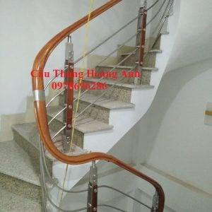 cầu thang inox tay vịn nhựa 5