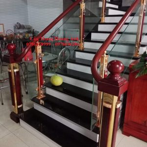 cầu thang kính tay vịn nhựa