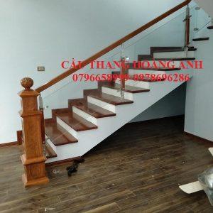 Cầu thang kinh cường lực chân inox 304